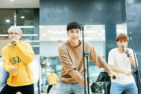 MONSTAR dang yeu tai Han, san sang song ca cung Davichi trong showcase 'Hau Due Mat Troi' - Anh 4