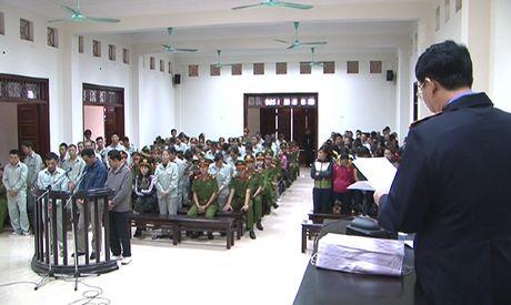 Xet xu 4 doi tuong to chuc va 106 bi cao trong vu danh bac 'khung' tai Quang Ninh - Anh 1