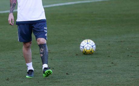 Giai ma nhung hinh xam tren nguoi cua Messi - Anh 2