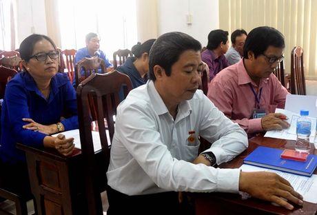 LDLD Dong Thap: Giam doc Nha van hoa Lao Dong nhan Huy hieu 30 tuoi Dang - Anh 3