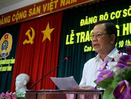 LDLD Dong Thap: Giam doc Nha van hoa Lao Dong nhan Huy hieu 30 tuoi Dang - Anh 4