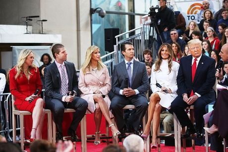 Dan trai xinh gai dep nha Trump voi 5 con, 8 chau - Anh 2