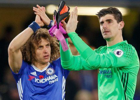 Mat trai xuat huyet, Courtois khien Chelsea lo au - Anh 2