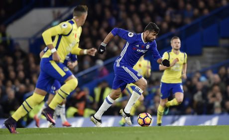 Mat trai xuat huyet, Courtois khien Chelsea lo au - Anh 8