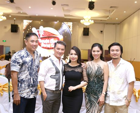 Vo chong Cam Ly - Minh Vy hoi ngo Mr Dam tren ghe nong - Anh 1