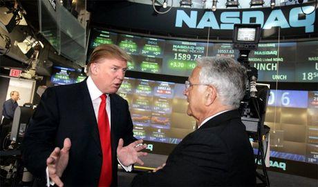 Donald Trump mo tiec mung, dan tai phiet lo so dieu khung khiep - Anh 1