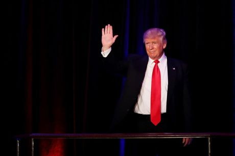 'Cua ai' cuoi de ong Donald Trump chinh thuc tro thanh Tong thong My - Anh 1