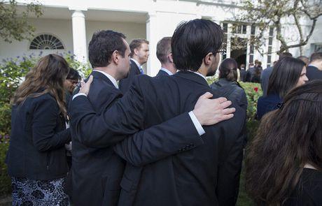 Nhan vien Nha Trang bat khoc khi ong Obama phat bieu sau bau cu - Anh 8