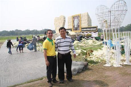 [Anh]: Go hoa lan tai cac tuong dai tuong niem nha vua Thai Lan - Anh 5