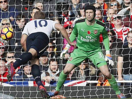Petr Cech chi ra ly do giup Arsenal vo dich Premier League nam nay - Anh 1