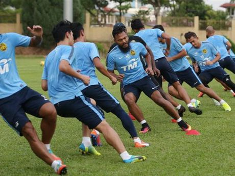 Tuyen Malaysia dung flycam khi tap luyen, hy vong gay 'soc' tai AFF Cup - Anh 2