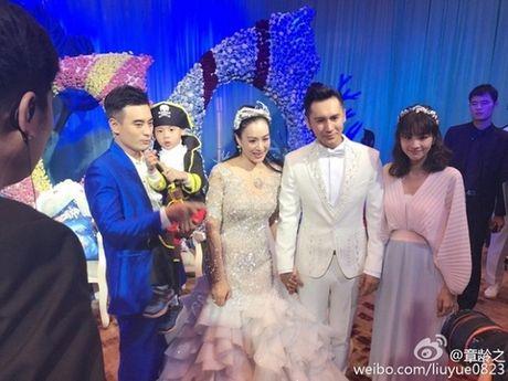 Showbiz 10/11: MC Hoang Linh khoe ban trai moi, Chung Le De mang thai lan 4 - Anh 3