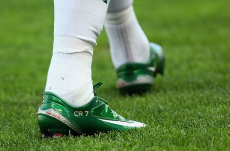 Chum anh: 15 doi giay may man nhat cua Cristiano Ronaldo - Anh 10