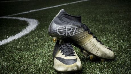 Chum anh: 15 doi giay may man nhat cua Cristiano Ronaldo - Anh 2