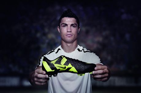 Chum anh: 15 doi giay may man nhat cua Cristiano Ronaldo - Anh 6