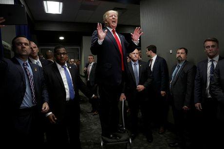 Nhung khoanh khac an tuong trong chien dich tranh cu cua ong Trump - Anh 2