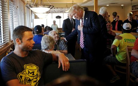 Nhung khoanh khac an tuong trong chien dich tranh cu cua ong Trump - Anh 7