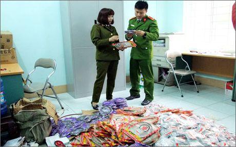 Lao Cai: Thu giu hon 3.000 phu tung xe may khong ro nguon goc - Anh 1