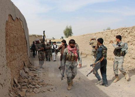 Taliban tan cong lanh su quan Duc o Afghanistan lam 2 nguoi chet - Anh 1