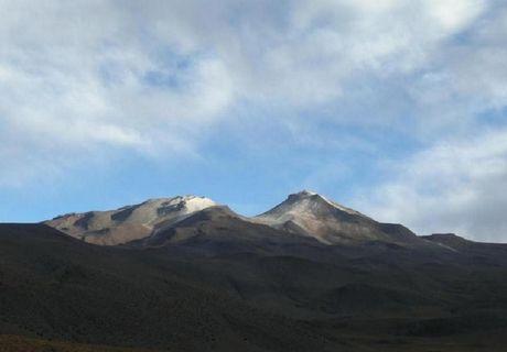 Phat hien ho ngam khong lo trong long nui lua tai Bolivia - Anh 1