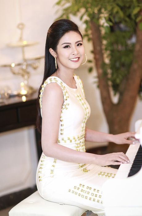 HH Ngoc Han tha dang voi ao vay om sat goi cam - Anh 2