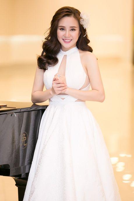 Thuy Van, Vy Oanh non na, sexy voi sac trang dau Dong - Anh 5