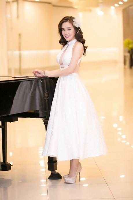 Thuy Van, Vy Oanh non na, sexy voi sac trang dau Dong - Anh 6