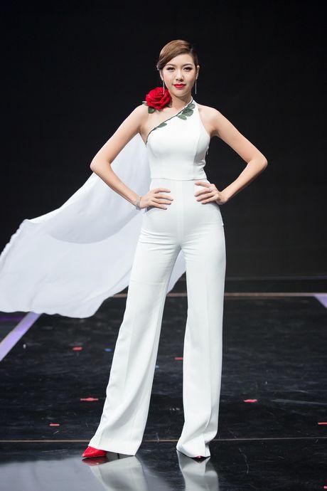 Thuy Van, Vy Oanh non na, sexy voi sac trang dau Dong - Anh 8
