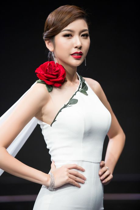 Thuy Van, Vy Oanh non na, sexy voi sac trang dau Dong - Anh 9