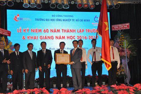 Pho Thu tuong Vu Duc Dam du Le ky niem 60 nam thanh lap Truong Dai hoc Cong nghiep TP Ho Chi Minh - Anh 5
