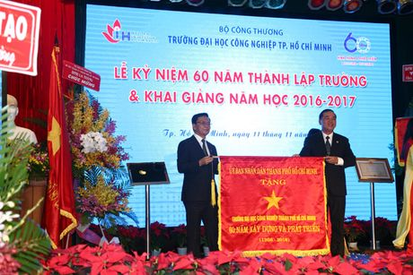 Pho Thu tuong Vu Duc Dam du Le ky niem 60 nam thanh lap Truong Dai hoc Cong nghiep TP Ho Chi Minh - Anh 6