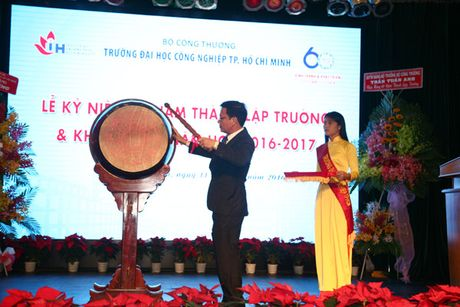 Pho Thu tuong Vu Duc Dam du Le ky niem 60 nam thanh lap Truong Dai hoc Cong nghiep TP Ho Chi Minh - Anh 7