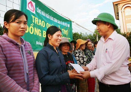 Hon 2.100 suat qua toi vung lu mien Trung - Anh 2