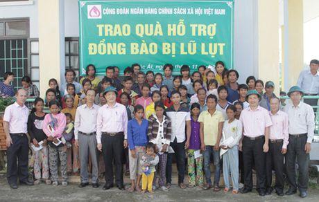 Hon 2.100 suat qua toi vung lu mien Trung - Anh 3