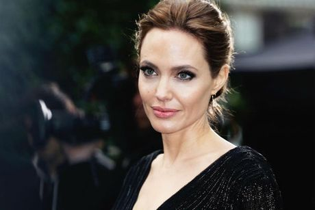 Angelina Jolie va Brad Pitt chinh thuc dat thoa thuan ve quyen nuoi con - Anh 1