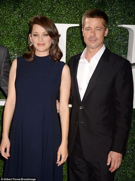 Brad Pitt tieu tuy ra mat phim sau ly hon - Anh 2