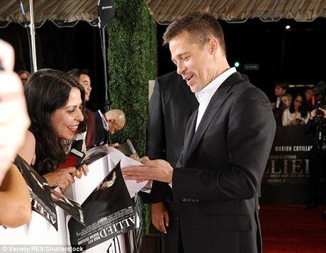 Brad Pitt tieu tuy ra mat phim sau ly hon - Anh 4
