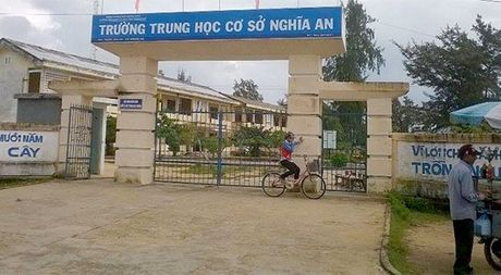 Mot ngoi truong o TP.Quang Ngai co hang tram hoc sinh bo hoc - Anh 1