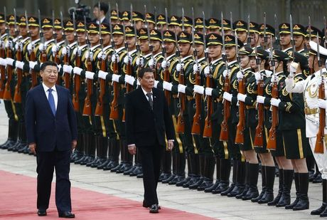 Tong thong Philippines tuyen bo tiep tuc xoay truc ve Trung Quoc bat chap ong Trump dac cu - Anh 1