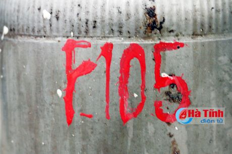 Gap nguoi dang luu giu bo phan cua 'Than sam' F-105 - Anh 2