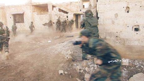 Chao lua Aleppo: Giao chien ac liet tai cac quan phia Tay Aleppo (video) - Anh 1