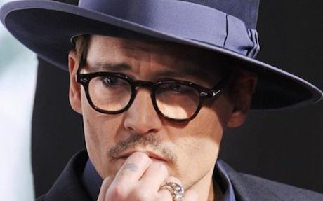 """Cuop bien"" Johnny Depp bi fan la o vi bong dung… hoa phu thuy - Anh 1"