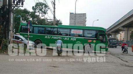 """Xe du, ben coc"" bua vay ben xe Yen Nghia: Lo dien ""ke"" tong pham - Anh 3"