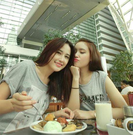 Khong chiu thua chi, em gai Mai Phuong Thuy nay cung lot xac ngoan muc roi - Anh 10