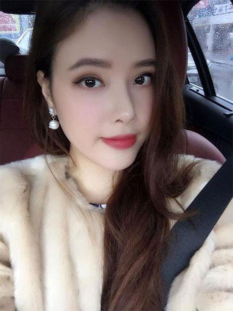 Khong chiu thua chi, em gai Mai Phuong Thuy nay cung lot xac ngoan muc roi - Anh 3