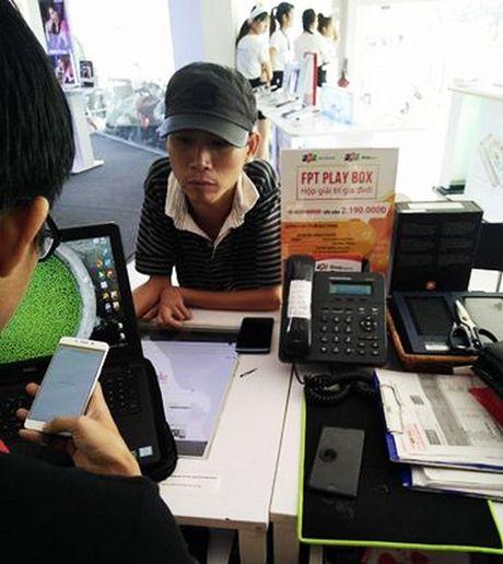 Nhan vien 'toat mo hoi' dem 21 trieu dong tien le khach mua iPhone 7 - Anh 2