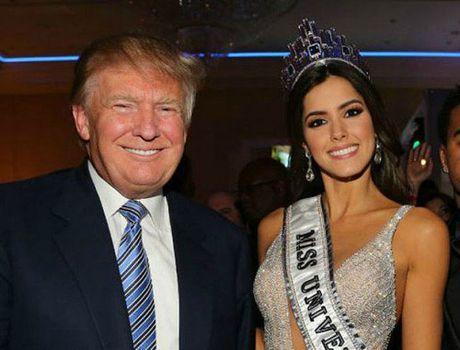Khoanh khac Donald Trump vui dua ben cac hoa hau - Anh 1