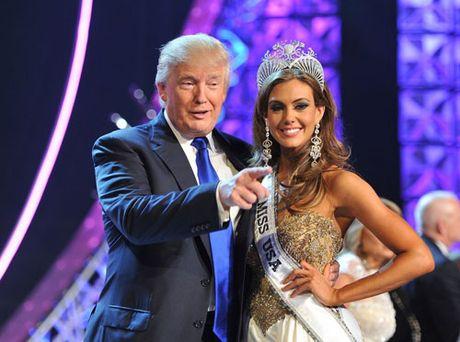 Khoanh khac Donald Trump vui dua ben cac hoa hau - Anh 6