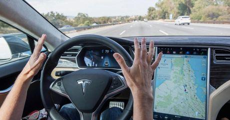 Autopilot tren Tesla bi coi la hiem hoa giao thong - Anh 1