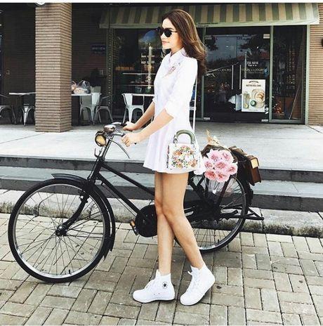 Street style voi xe dap xua roi nhung Huong thich thi Huong chup thoi! - Anh 1